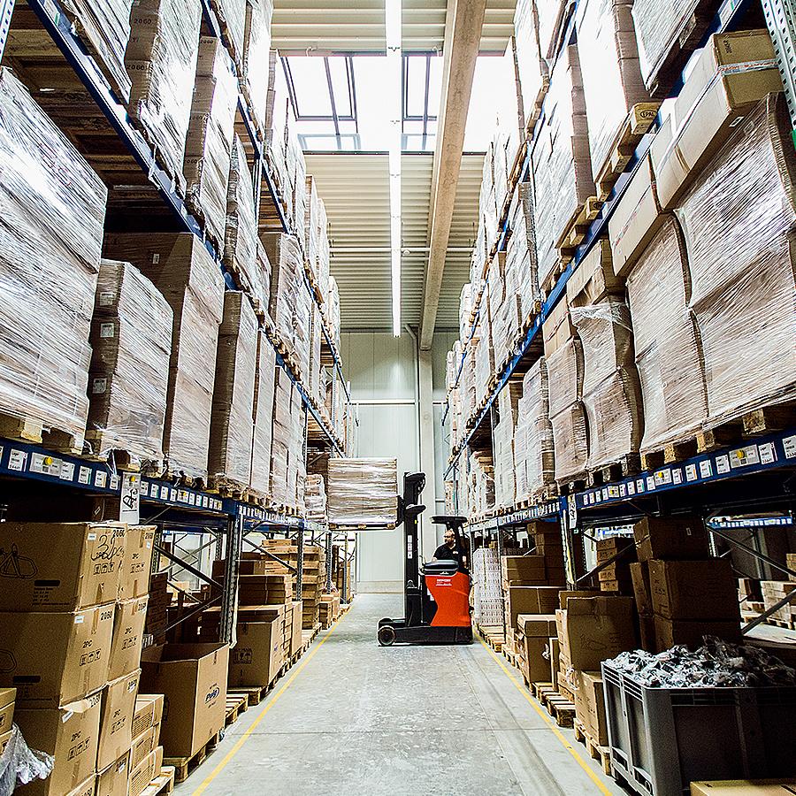 firmeneigenes Logistikzentrum